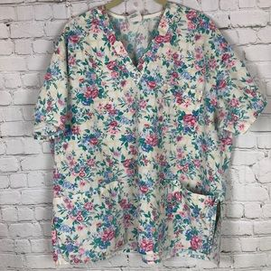 SCRUB TOP floral pattern